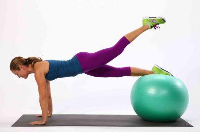 برنامه تمرینی – ساخت عضلات شکم و باسن با استفاده از توپ پیلاتس