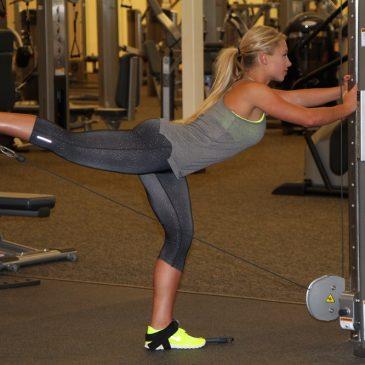 آموزش حرکت کیک بک باسن برای فرمدهی به عضلات باسن